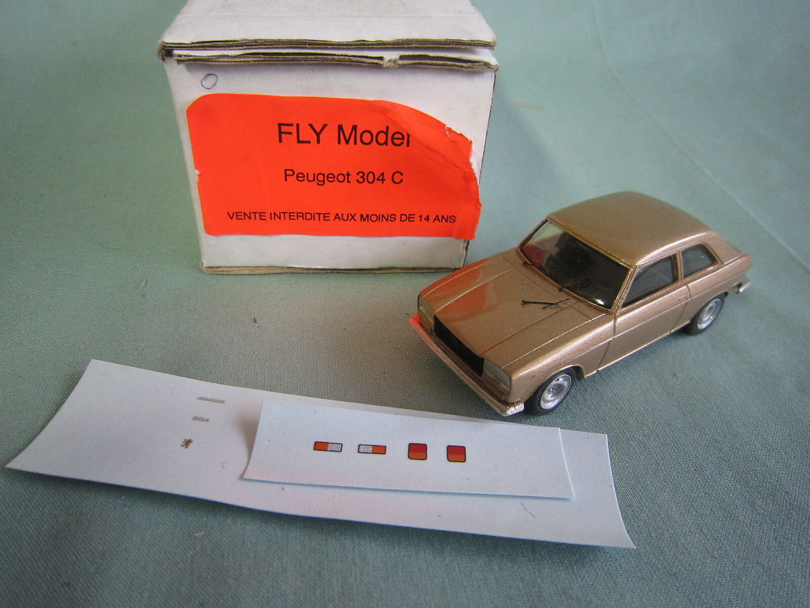 ABxxx FLY PEUGEOT 304 COUPE COULEUR OR RESINE FABRICATION Année 80 NEUF 1 43