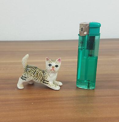 Kleine Aufstell-figur Verspielte Katze Kätzchen Porzellan Länge 6cm Diversifiziert In Der Verpackung