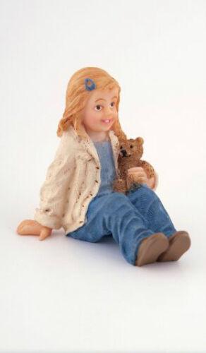 Casa De Muñecas Muñeca: figura De Resina de una niña sentado en escala 12th