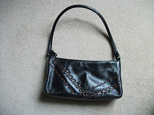 BLACK-LEATHER-OASIS-HANDBAG-WITH-BROWN-TRIM
