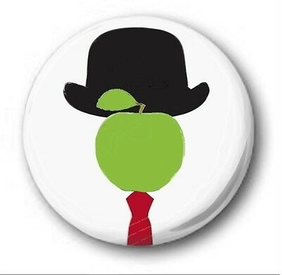 THE SON OF MAN  - 1 inch / 25mm Button Badge -  Novelty Apple Rene Magritte