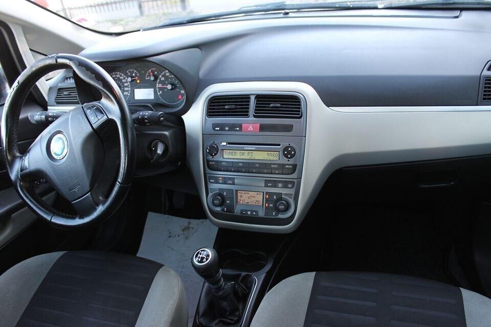 Fiat Grande Punto 1,4 Dynamic Benzin modelår 2006 km 220000
