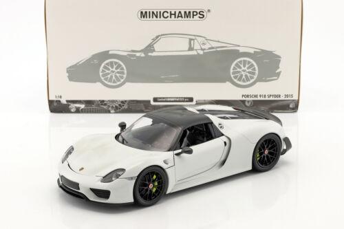 Porsche 918 Spyder Weissach Package Baujahr 2015 weiß mit schwarzen Rädern 1:1