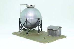 Faller-3319-Spur-N-Tanklager-fertig-aufgebaut