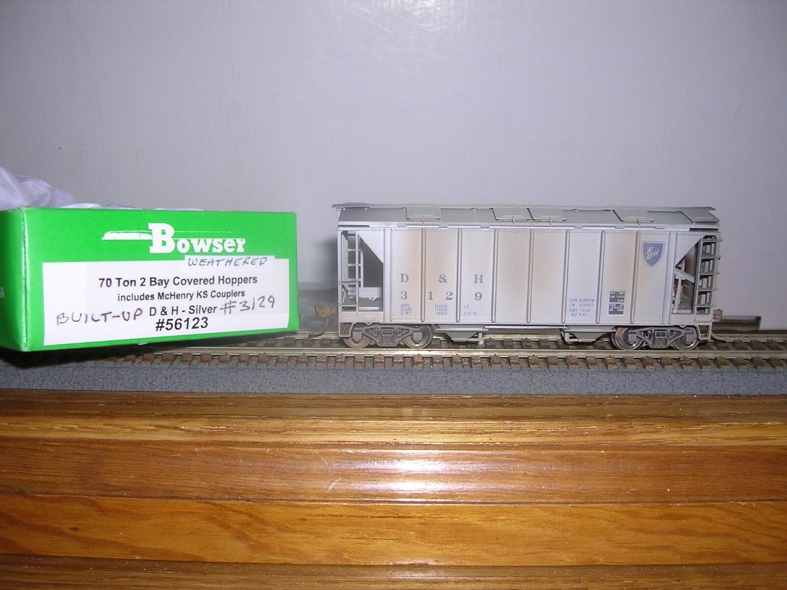 BOWSER D.& H. ACF 70 Ton 2-Bay Covered Hopper Car Weathered 1 87