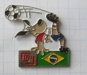 FUJI-FUSSBALL-WM-94-USA-STRIKER-BRASILIEN-Sport-Foto-Pin-170f