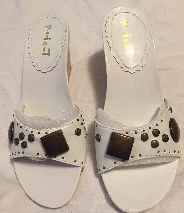 WOMENS/MISSES*ON YOUR Pretty FEET SANDALS*SIZE 5/5 White Very Pretty YOUR New With Box 333b87