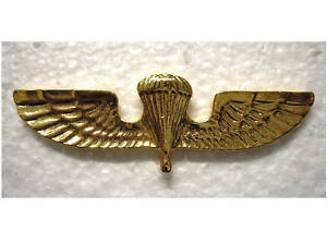 FOREIGN-BADGES-GREEK-JUMP-WINGS