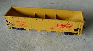 Bachmann-HO-Scale-Yellow-Union-Pacific-UP-518125-Hopper-Car