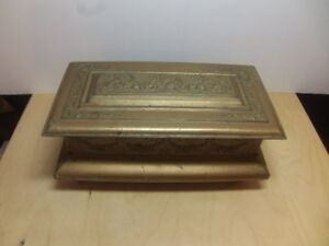 Crawfords-Biscuits-c-1930s-Biscuit-Tin-shaped-as-Chest
