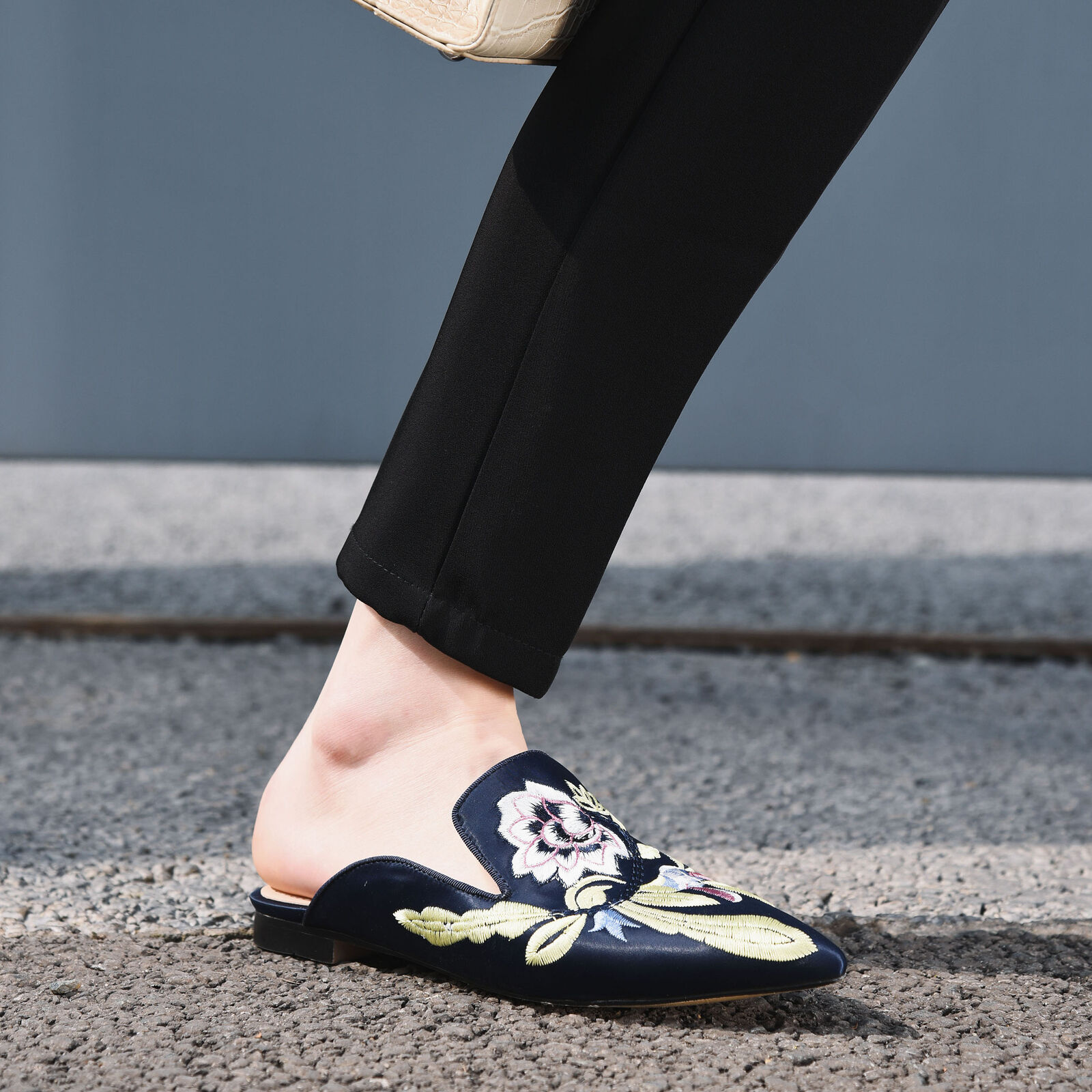 Fashion Mules Chaussures Lady's Pointed Flats Mocassins broderie fleurs Chaussures 2019