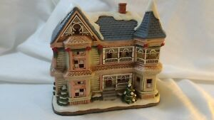 Lefton-Colonial-Christmas-Village-1719-5500-WYCOFF-MANOR-1995-C2