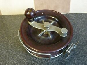 VINTAGE-BIG-GAME-FISHING-REEL-STEEL-amp-BAKELITE-MADE-IN-AUSTRALIA-615-C12-7-VGC