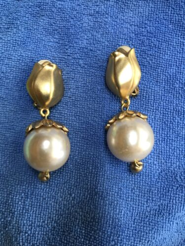 Vintage 60's Pearl Gold Drop Dangle Clip On