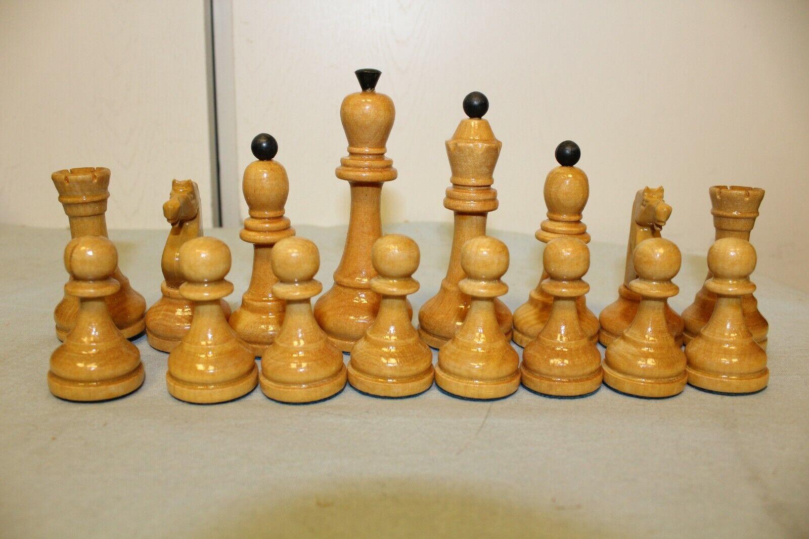 En Bois Vintage  Pièces d'échecs dans la boîte en voitureton. URSS  économiser jusqu'à 50%