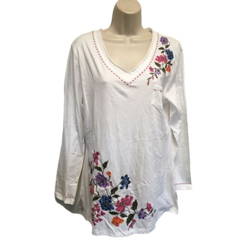 Paparazzi by Biz White Embroidered Floral Knit Top Size L Large NWT