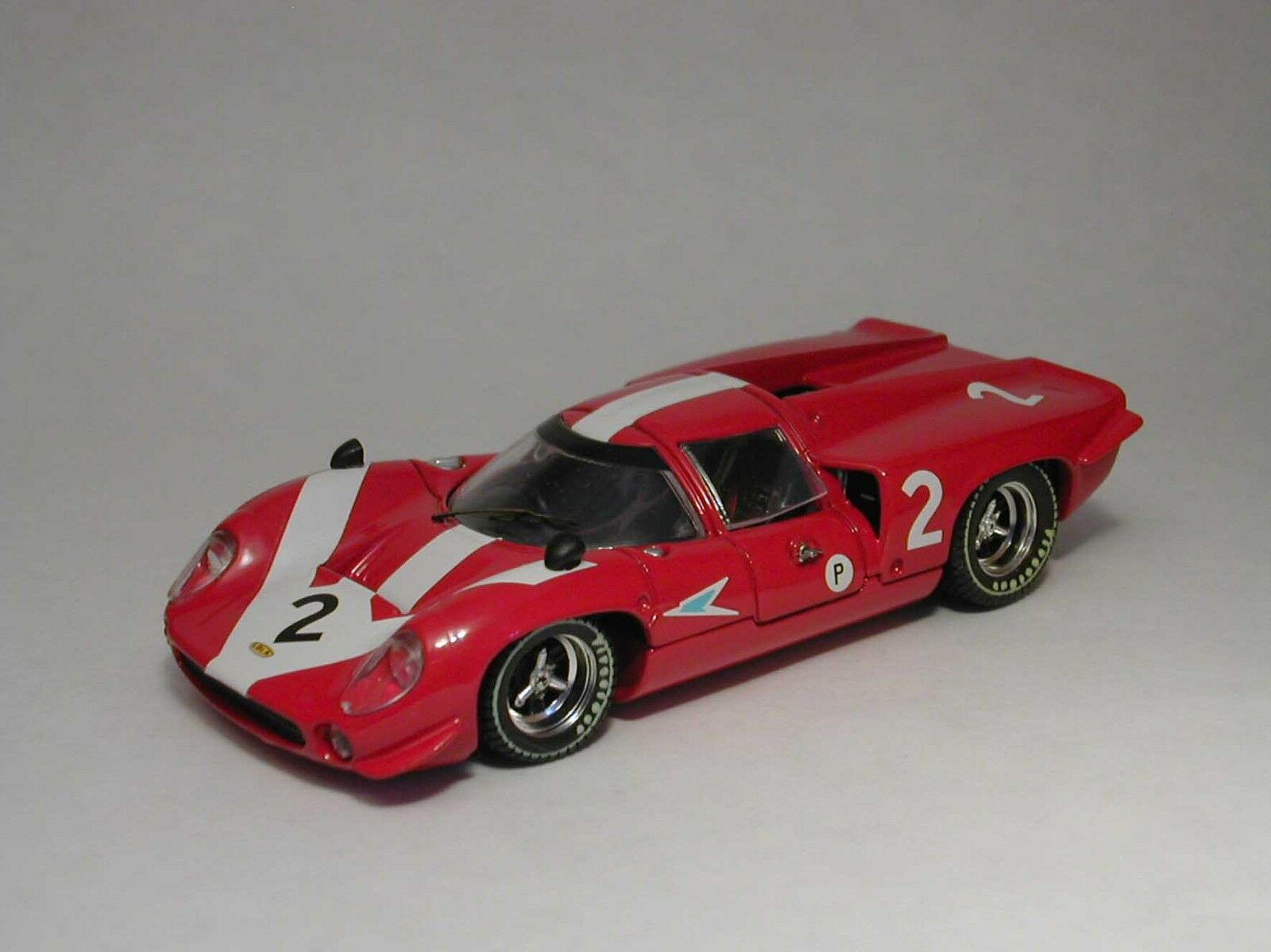 Lola t70 COUPE'  2 RETIrosso 6h Brands Hatch 1967 SURTEES/HOBBS Model 1:43