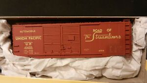 Accurail-HO-Union-Pacific-40-039-Double-Door-Boxcar-Kit-NIB
