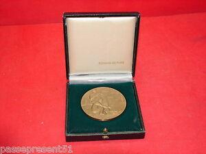Jolie Ancienne Médaille En Bronze, D.berton, Bâtiment Et Travaux Publics, 1975