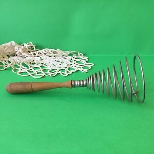 Vintage-Heavy-Spiral-Wire-Whisk-Wood-Handle-Egg-Beater-Kitchen-Tool