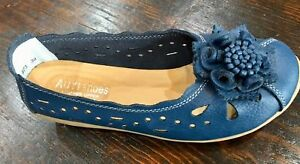 Women-039-s-Navy-Leather-Flower-Flats