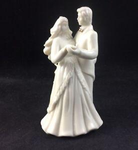 Mikasa-Fine-Porcelain-WEDDING-BELLS-Bride-Groom-Figurine-CAKE-TOPPER-FK018