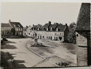 789-Antica-Cartolina-Cheniers-Creuse-la-Grand-Place-E-il-Monumento