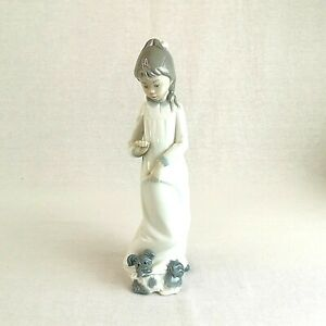 Nao-by-Lladro-Girl-in-Night-Dress-with-Dog-595-Vintage-Retired