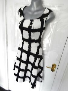PEPPERBERRY-Size-10-CURVY-Black-White-Stretchy-Skater-Dress-Side-Zip-Lined