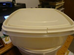 Vintage RUBBERMAID Servin/' Saver 10 Cup #3 Storage Container with Almond Lid