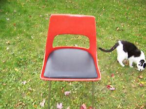 Mid-Century-Modern-Eames-Era-Style-Krueger-Metal-prod-Fiberglass-Shell-Chair