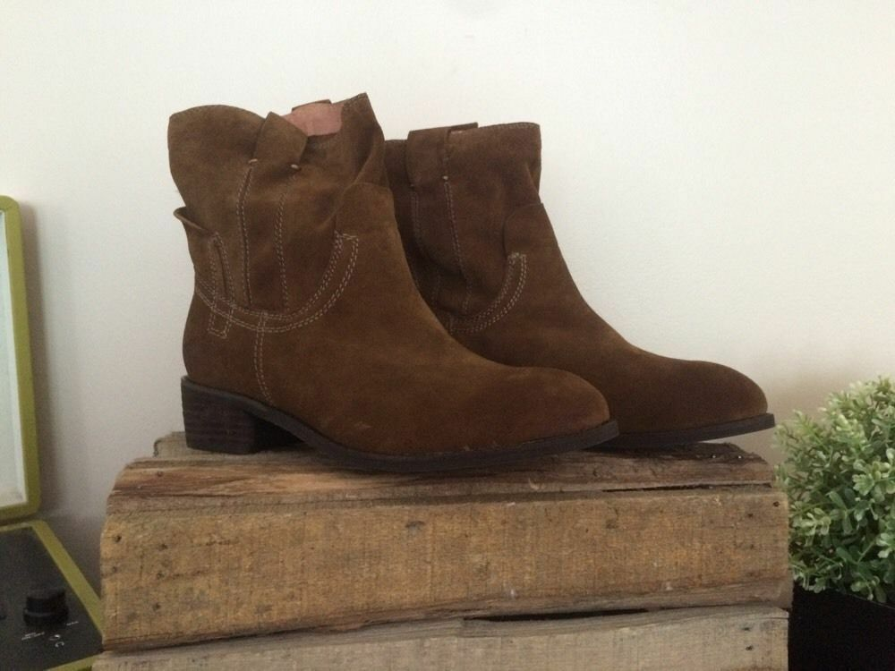 Jeffrey Campbell St. Elmo Brown Suede Bootie Size 6 MSRP: 145