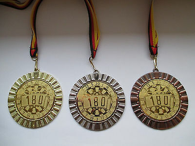 e108 Dart Dartscheibe Pokal Kids Medaillen 3er Set Band/&Emblem Turnier Pokale