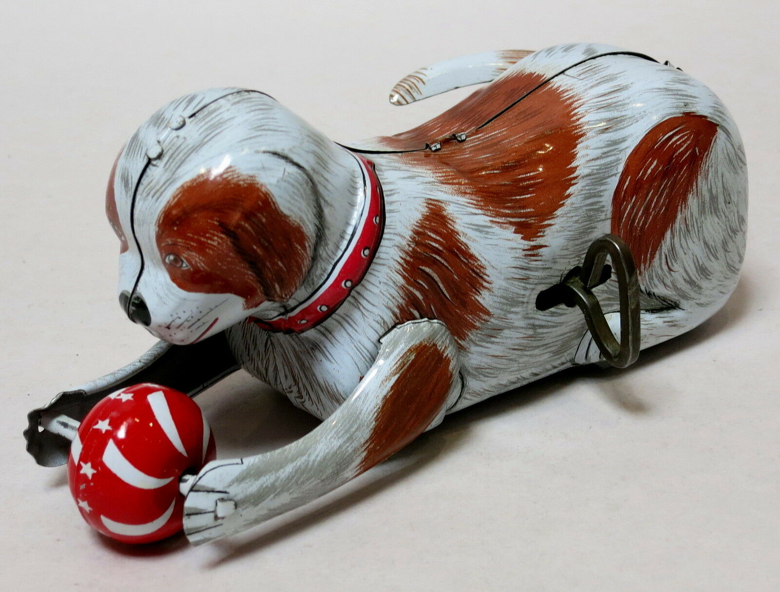 VINTAGE UP PLAYING ROLL OVER DOG & BALL TIN TOY WIND KANTO