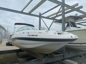 2003 chaparral sunesta 223 with new Trailer