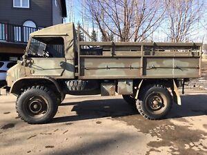 Mercedes Unimog 404 troop Carrier