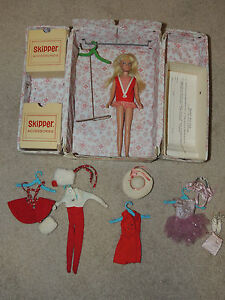 VINTAGE-1964-Barbie-Doll-Little-Sister-SKIPPER-Long-Blonde-Hair-Clothes-amp-Case