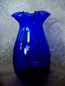 Collectible-Cobalt-Blue-Blown-Art-Glass-Ruffle-Vase