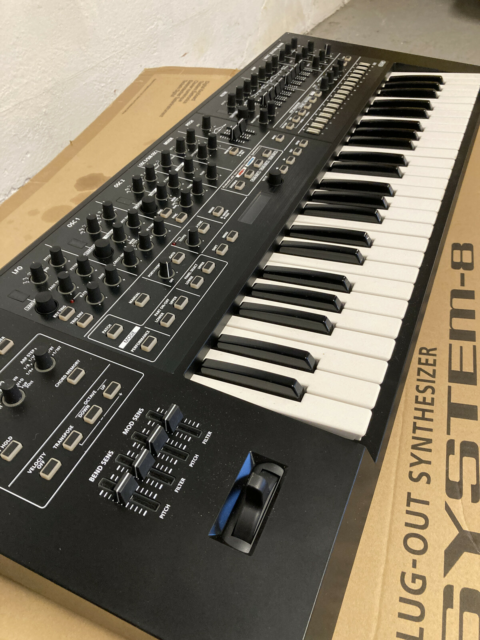 Synthesizer, Roland System-8, Roland System-8 synthesizer i…
