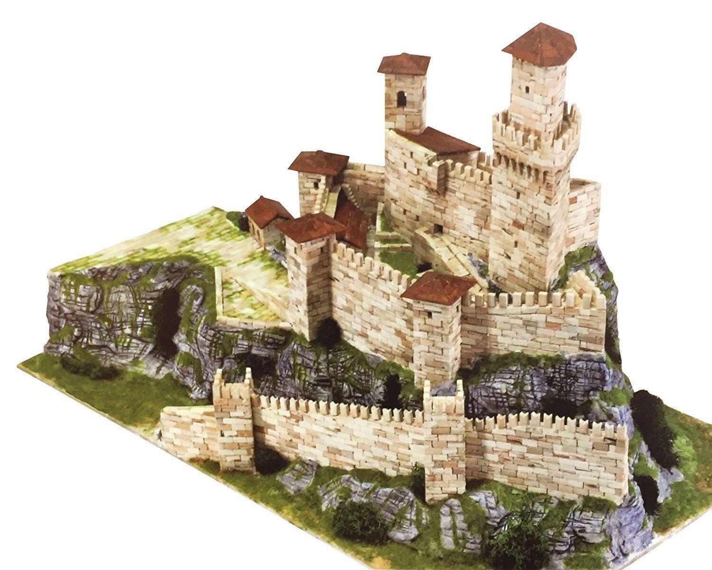 AEDES 1015.Maqueta de construcción ladrillo de Castillo Rocca  Guaita.San Marino  présentant toutes les dernières mode de la rue haute
