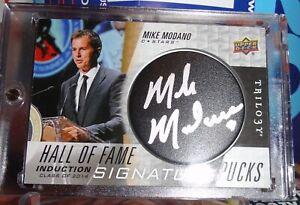 Mike-Modano-Signature-Pucks-2018-19-UD-Trilogy-Hall-Of-Fame-Auto-Stars