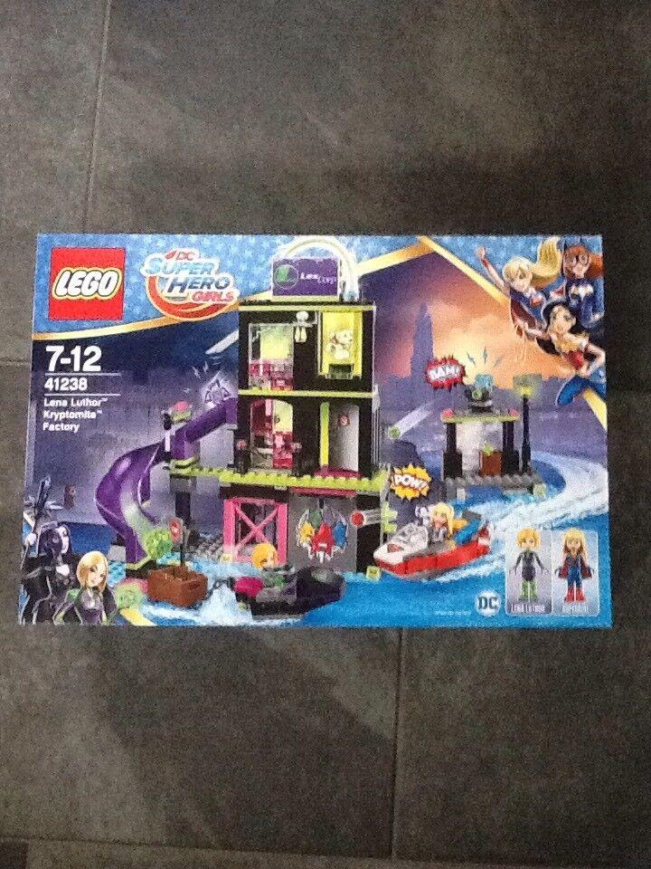 LEGO UK 41238 'Lena Luthor Krypto Mite Factory' Construction Toy