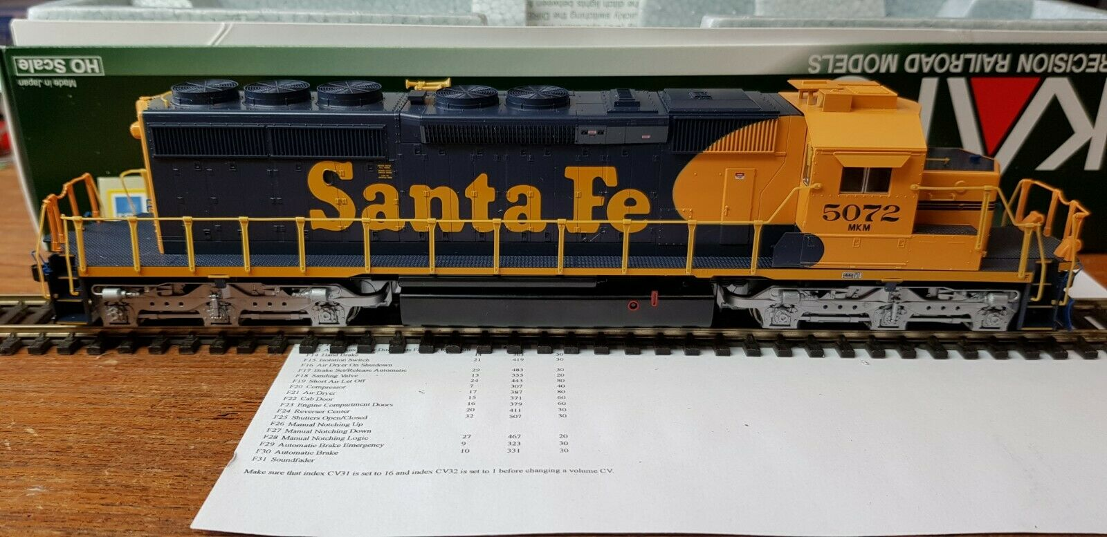 37-6616 DCC SOUND KATO HO GAUGE SD40-2 LOCO AT&SF  5072 SELLER NO IMPORT DUTY