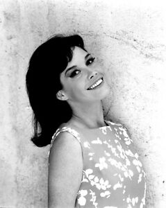 MARY-TYLER-MOORE-TELEVISION-AND-FILM-ACTRESS-8X10-PUBLICITY-PHOTO-ZY-775