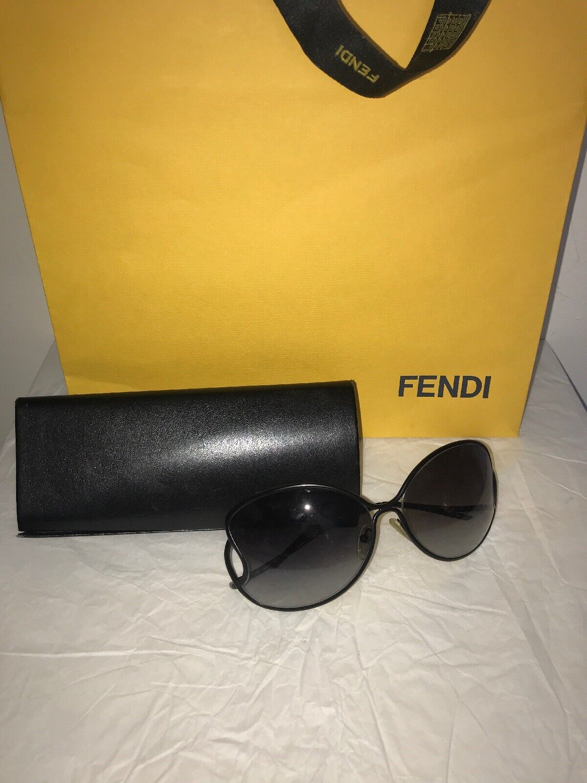 100% Authentic Black Fendi Sunglasses Made In Italy W/case, Dust Cloth