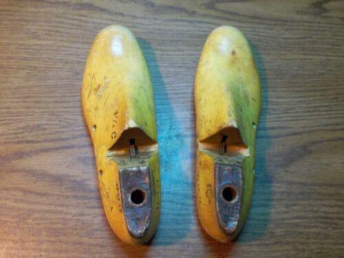 Pair Wood Shoe Lasts Size 4-1//2C GEBL Co  #600 Factory Industrial Last Mold #280