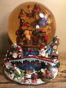 Grandeur-Noel-Musical-Animated-bottom-Waterglobe-Snow-Globe-Santa-s-Workshop