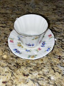 Vintage-Old-Royal-Bone-China-Tea-Cup-And-Saucer-Floral-England