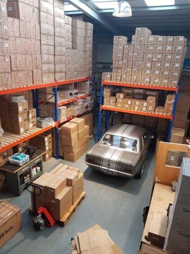 TRIUMPH Stag V8 Nero Distributore Cap /& Genuine AccuSpark Rosso Braccio Del Rotore