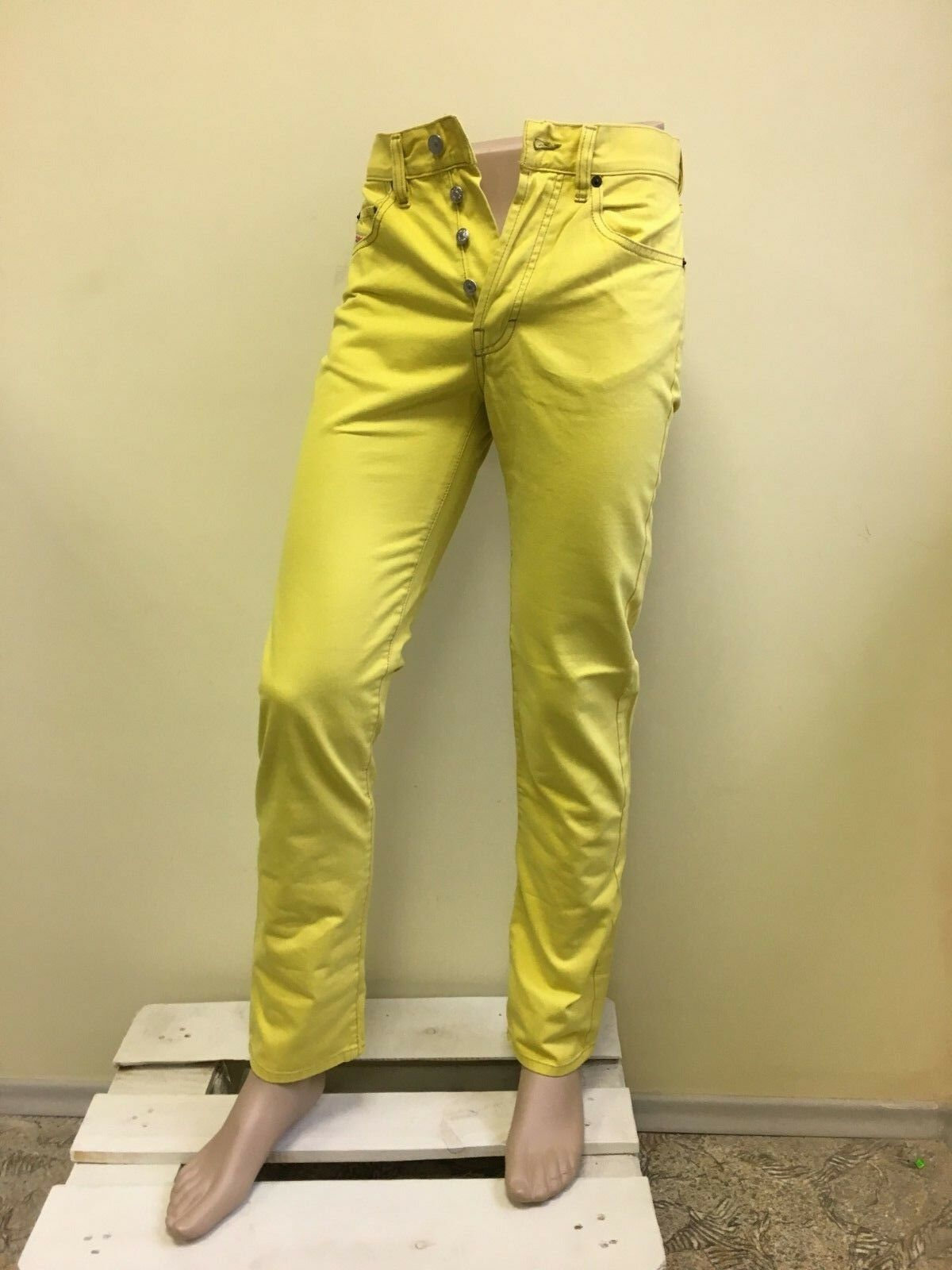 Diesel men's yellow jeans Size 28
